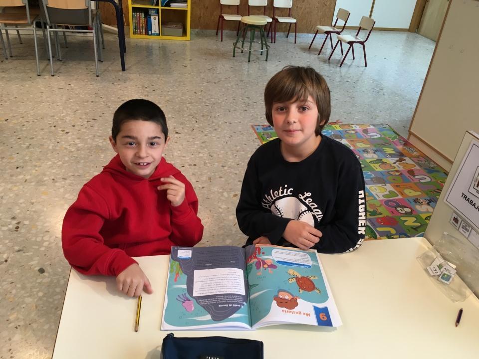 Alumnos aprendiendo juntos