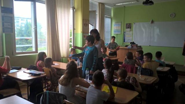 Ensinando alunos 8 - 13 anos de idade que foram diagnosticados com autismo