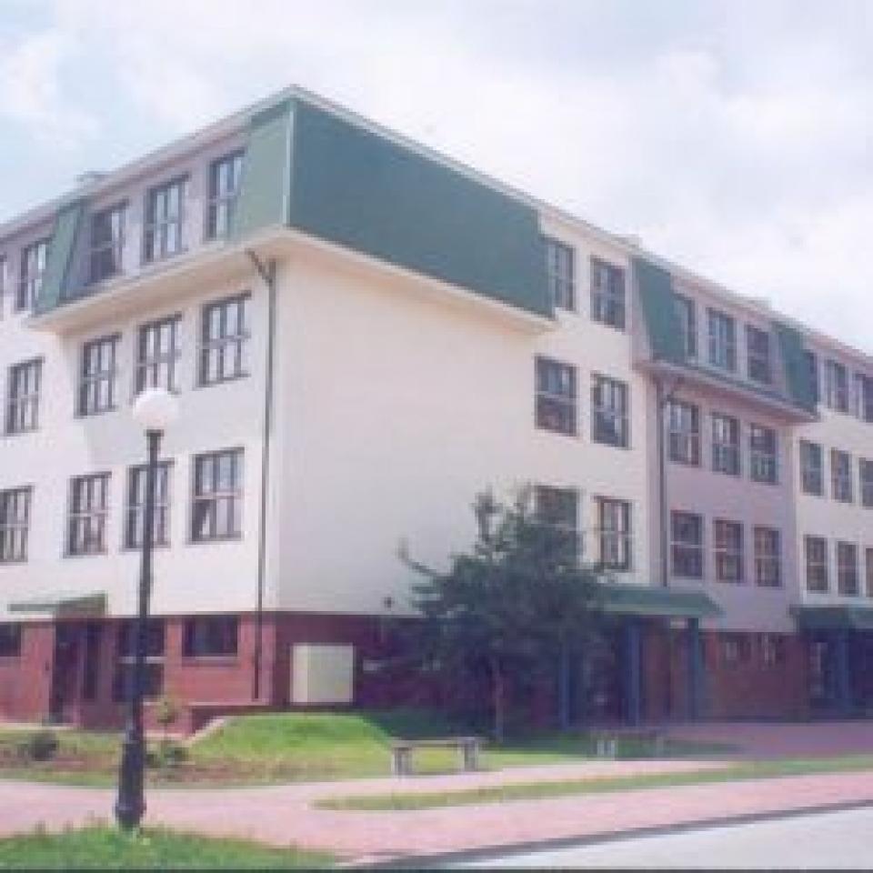 construction de l'école primaire 342 à Varsovie;