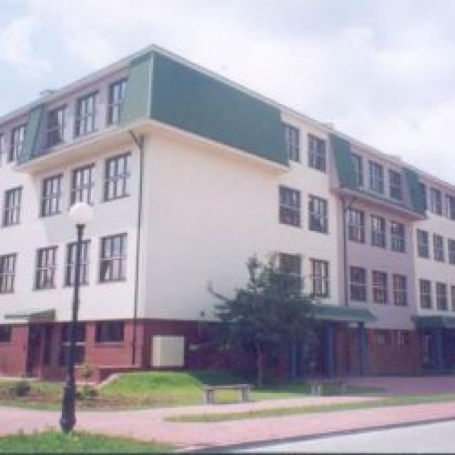 edificio escolar de la escuela primaria 342 en Varsovia;