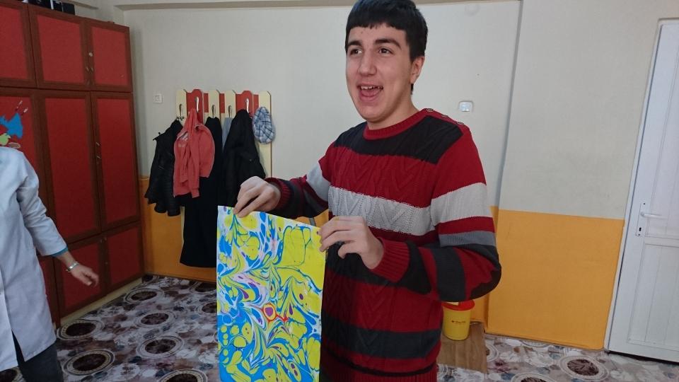 Eine entspannende und künstlerische Aktivität für autistische Schüler Ebru